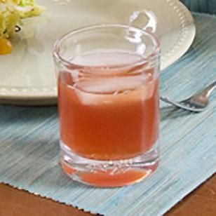 Lemon Zinger Cider ••• Ingredients: Lemon Zinger tea bags, boiling water, chilled apple cider (or apple juice) ••• Get the recipe @ http://www.eatingwell.com/recipes/lemon_zinger_cider.html