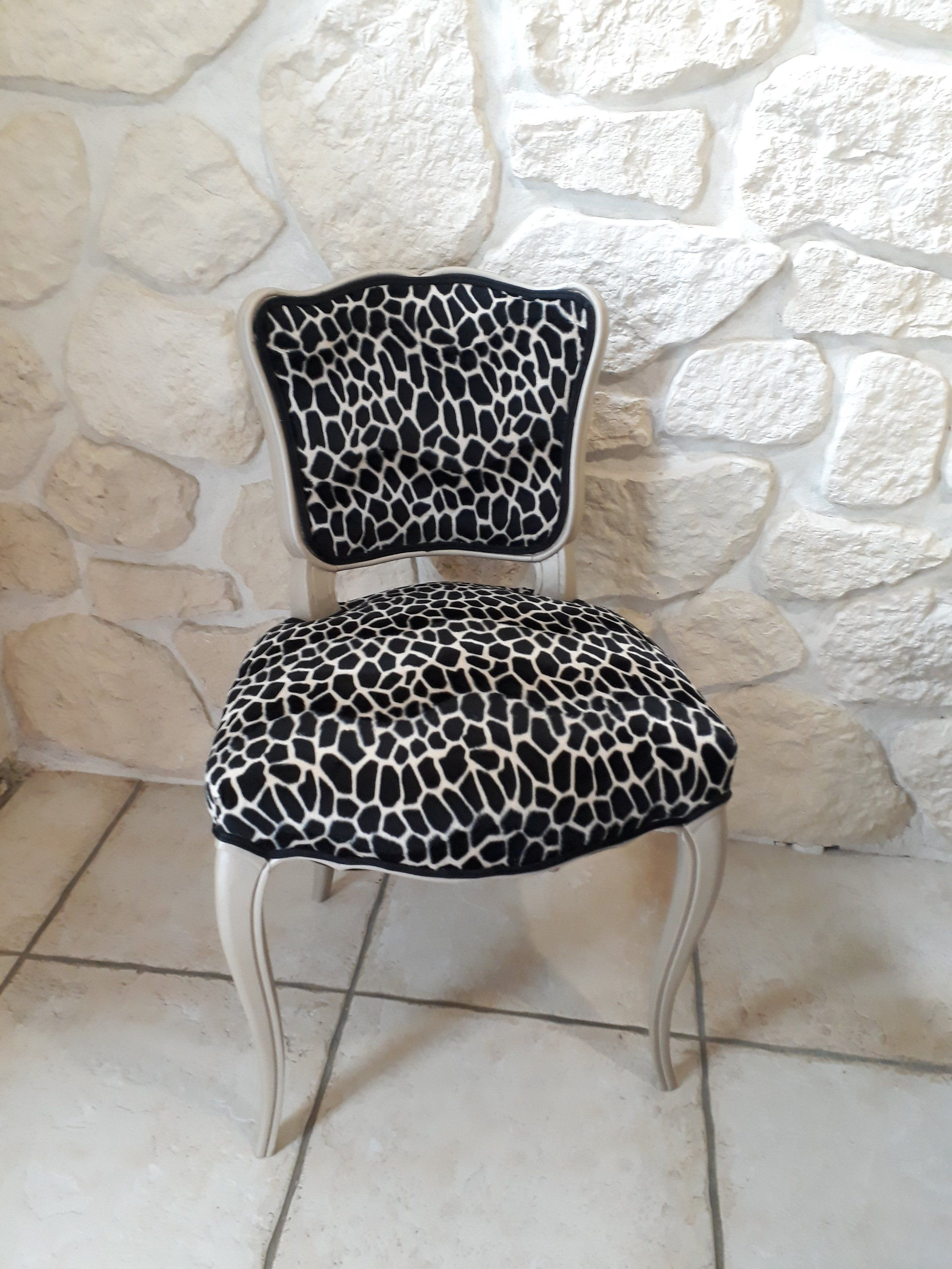 Chaise Louis Xv Relookee Facon Jungle In 2020 Dining Chair Makeover Chair Makeover Makeover