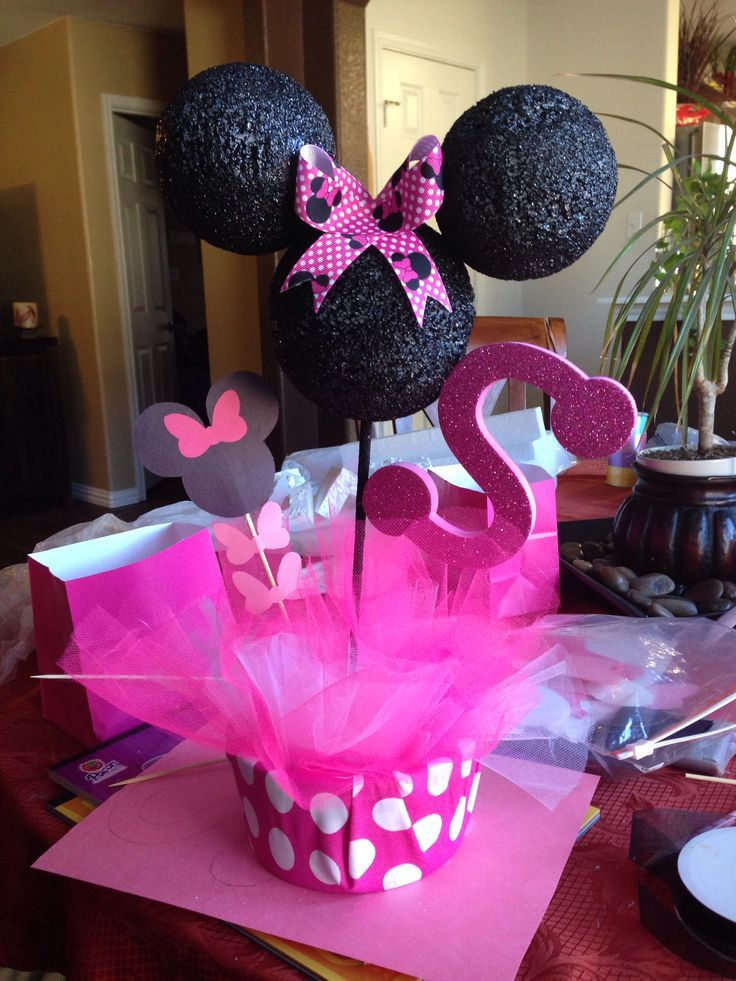 minnie and mickey mouse centerpieces Minnie Mouse table