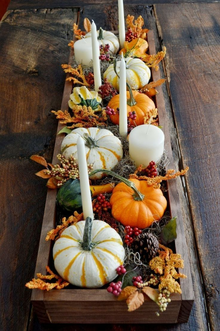 beautifully decorated wooden box with mini pumpkins and oblong white candles #herbstlichetischdeko