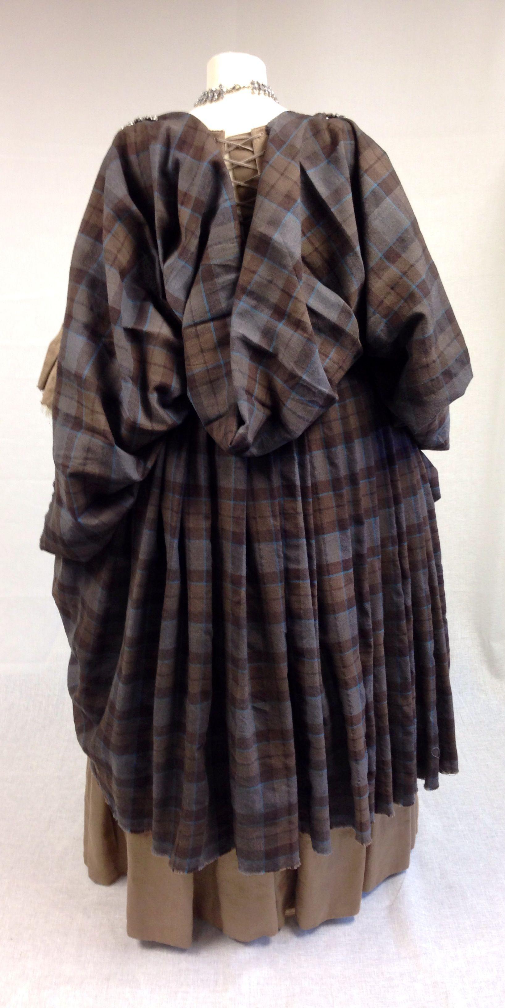 Colum And Lettitia The Gathering Scottish Clothing Outlander Costumes Scottish Dress