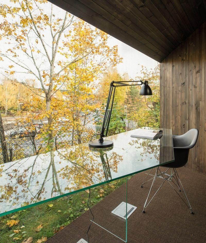 Panoramafenster im Arbeitszimmer Ein asymmetrisches Haus