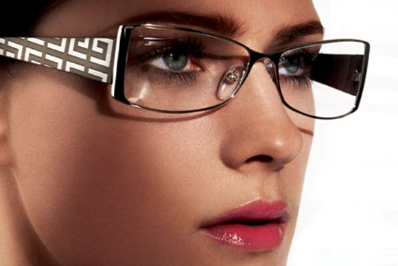 81d1b85b76 En CENTRO OPTICO ALEJANDRO SANZANA tienes 15% descuento en lentes ópticos.  15% descuento en lentes de sol. 10% descuento en lentes de contacto.