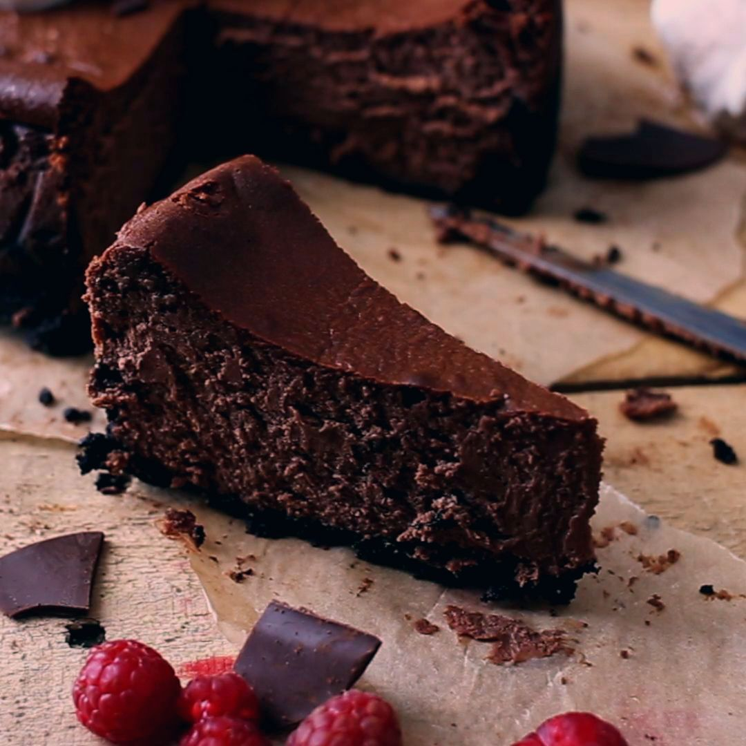 This Chocolate Cheesecake recipe is prepared in 15 minutes with just 10 ingredients. Super easy to make.  Chocolate Cheesecake Recipe by Also The Crumbs Please  #chocolate #cheesecake #chocolatecheesecake #recipe #baking #dessert