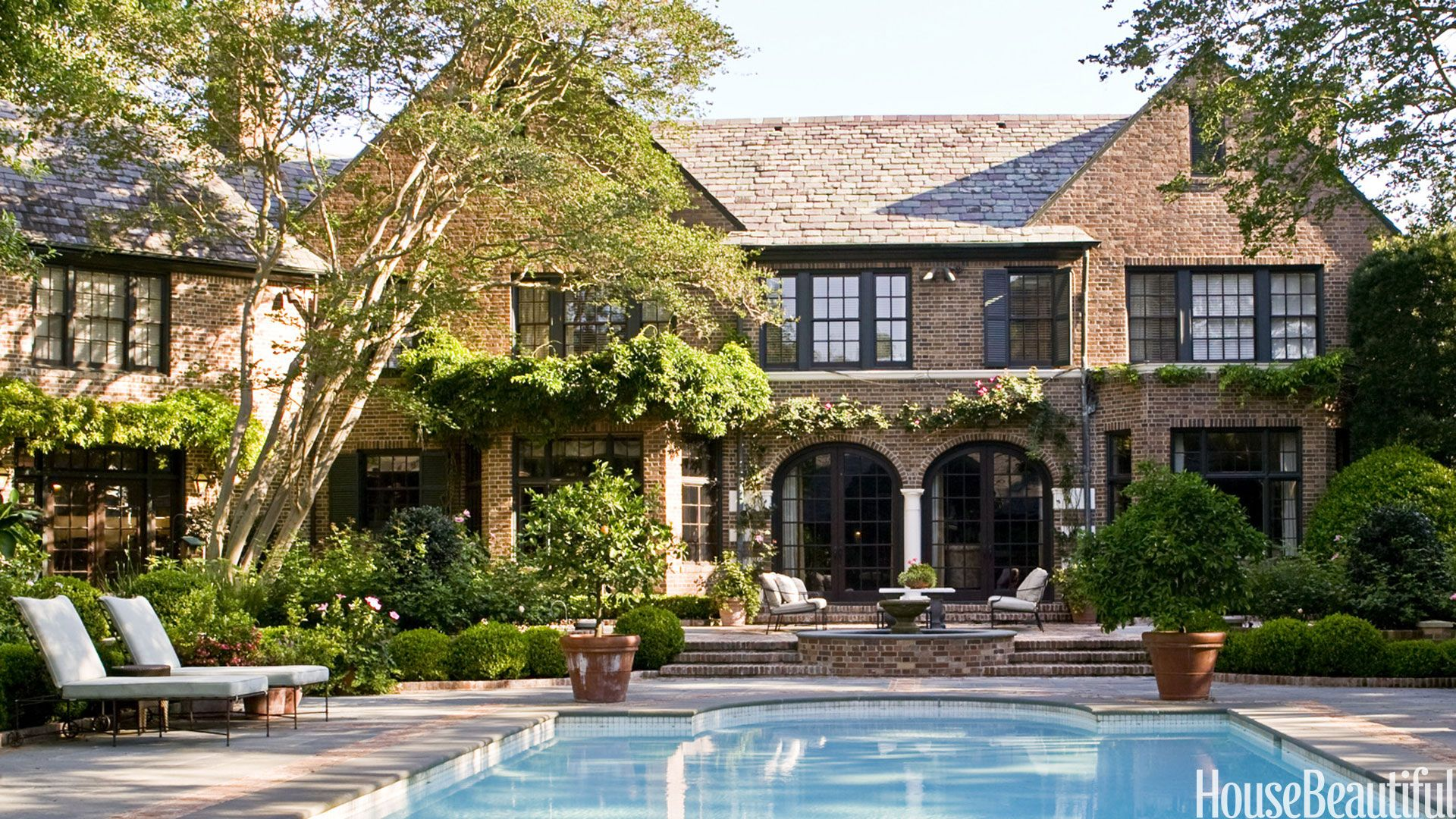 40 Swimming Pools You Ll Want To Lounge In Asap Pool Houses Swimming Pool House Beautiful Homes