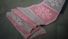 [:nl]Zomerse 'Flower Power sjaal'. Een gratis haak patroon van ZusjeKnus![:en]Free crochet pattern 'Flower power scarf'.[:]
