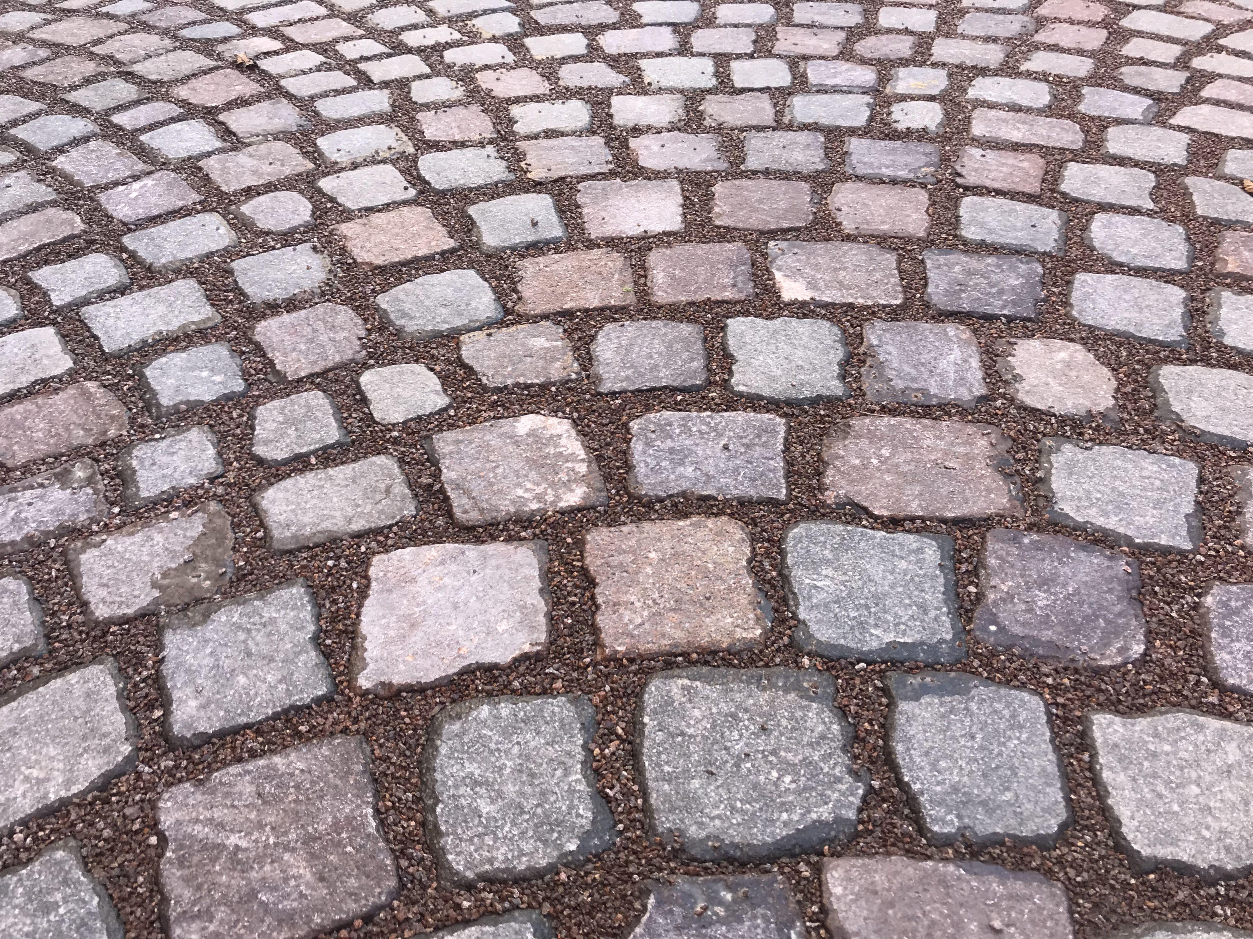 Pavimenti in resina sigillatura dei cubetti in porfido mediante l utilizzo di resina - Vialetti giardino in porfido ...