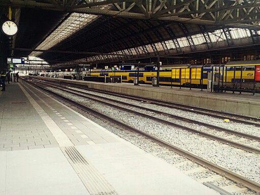 5 voor 12 @ CS #Amsterdam