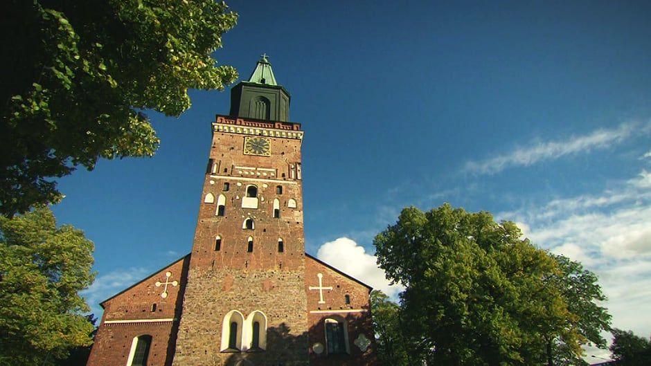 3/10. Kristinusko. Valtaosa Suomesta siirtyi läntisen kirkon vaikutuspiiriin ruotsalaisten vaikutuksesta. Jälkiä näkyy kulttuurissamme yhä. Luterilaisuus, Luther, reformaatio.