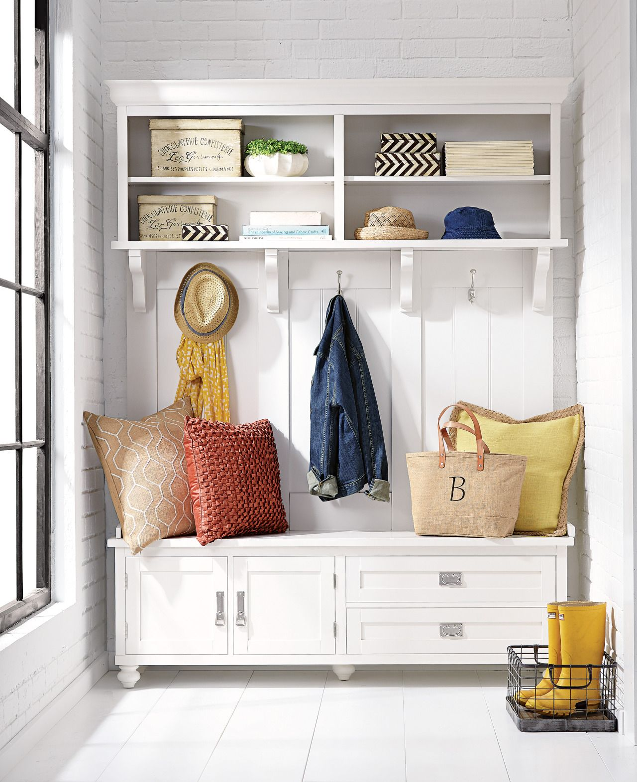 No Coat Closet? Lucky You! Use This Hall Tree For An Entryway Thatu0027s  Organized