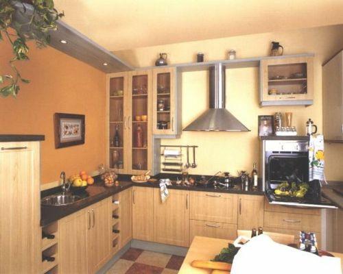 gemütliche kleine küche warme farben möbel ausstattung | Küche ...