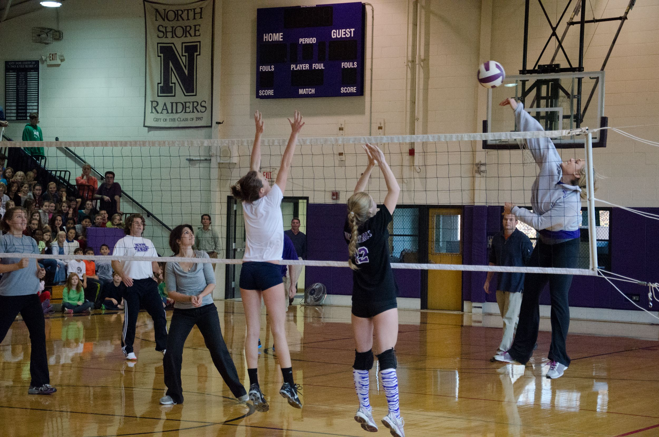 5th Grade Teacher And Head Volleyball Coach Kelly Keporos Goes Up Against Her Girls Team In The Faculty Stude Private School Coaching Volleyball School Spirit