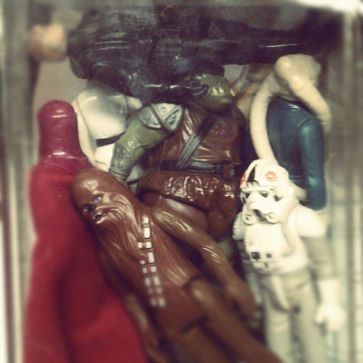 Geekeries: Déco dans nos locaux ^^ Permiers jouets Starwars rescapés de mon enfance