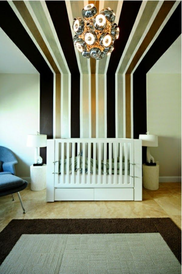 Gut Wall Painting Ideas For Baby Room   Black Gold Lines