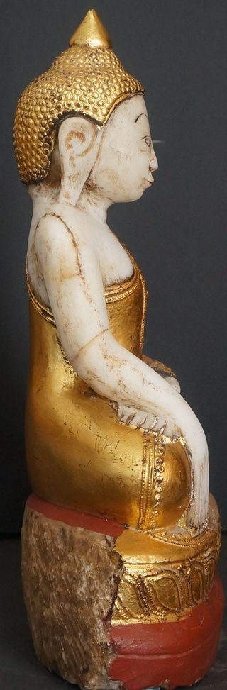 Burmese Alabaster Buddha Statue view from side 19th Century
