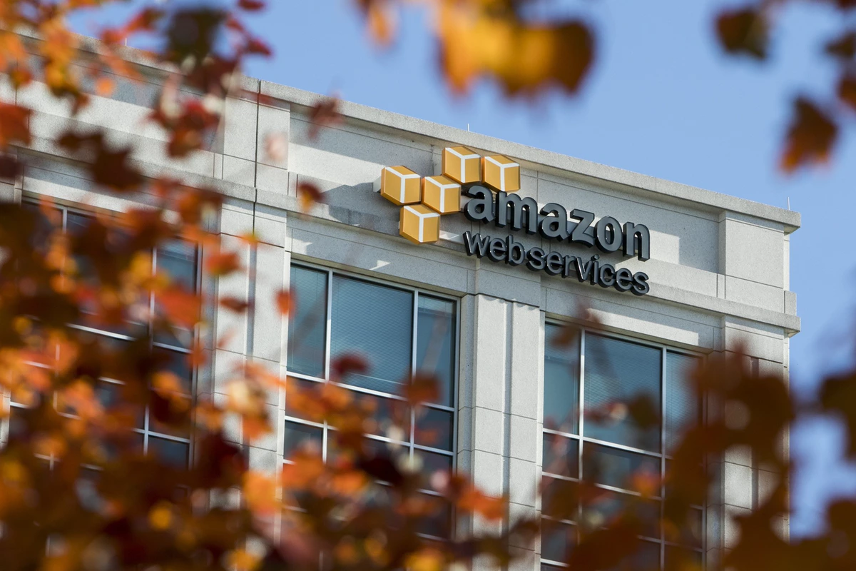 Photo of Amazon Offered Job to Pentagon Official Involved With $10 Bi…