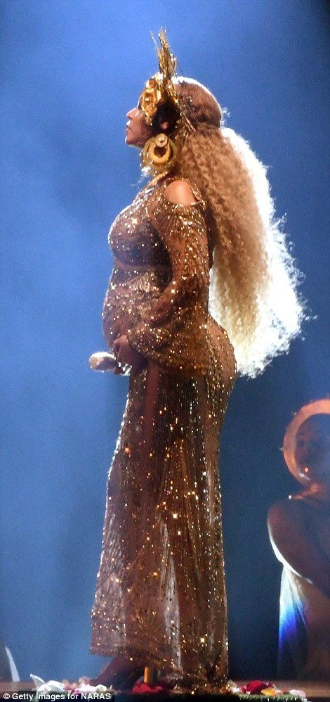 Pregnant Beyonce Debuts Her Baby Bump At Grammys Beyonce Pregnant Beyonce Beyonce Performance