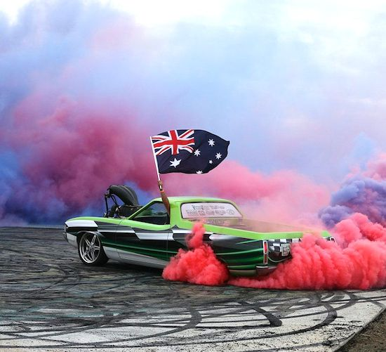 AWESOME BASHING BURNOUT'S OF AUSSIE HOT CARS!