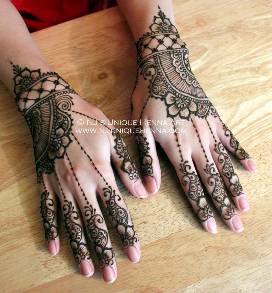 Unique And Easy Mehndi Designs : I like the flowers and chains to fingers in this