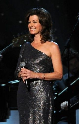 Love Her Dress With Images Amy Grant Amy Celebrities