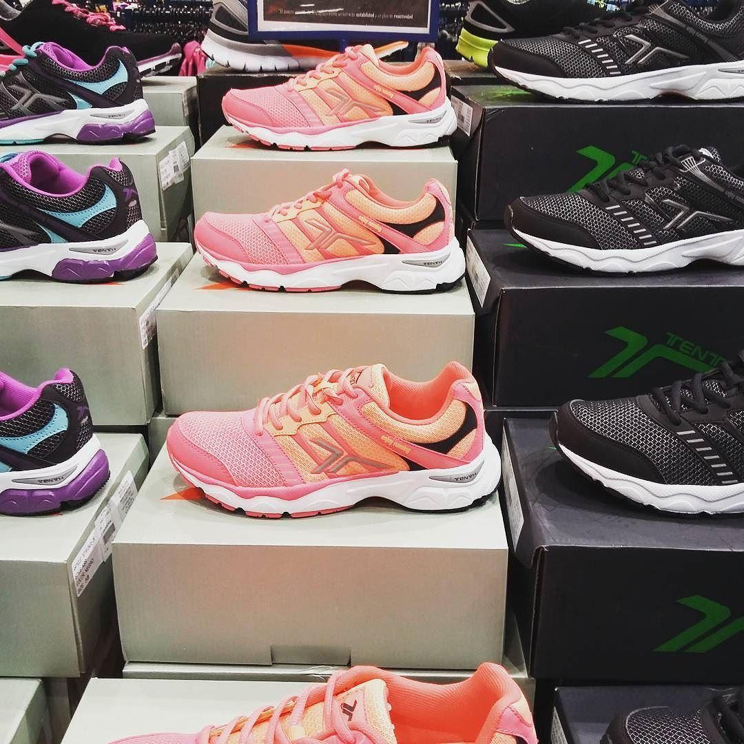 De compras por #Madrid! Estas #deportivas nuevas están esperando hacer muchos #kilómetros  #DespiertayEntrena #Despierta #Entrena #entrenamientoadomicilio #entrenadorpersonal #salud #bienestar #deporte #runners #running #rutina
