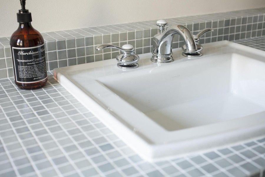 洗面台というと、一般的に既製のユニット洗面台を思い浮かべがちですが、洗面台を自分らしいオシャレで快適なものに作ることが出来るということをご存じですか?似たよう…