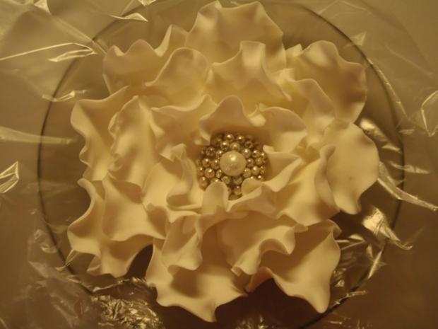 veľký kvet s jedlou brošňou , Kvety, fotopostupy | Tortyodmamy.sk