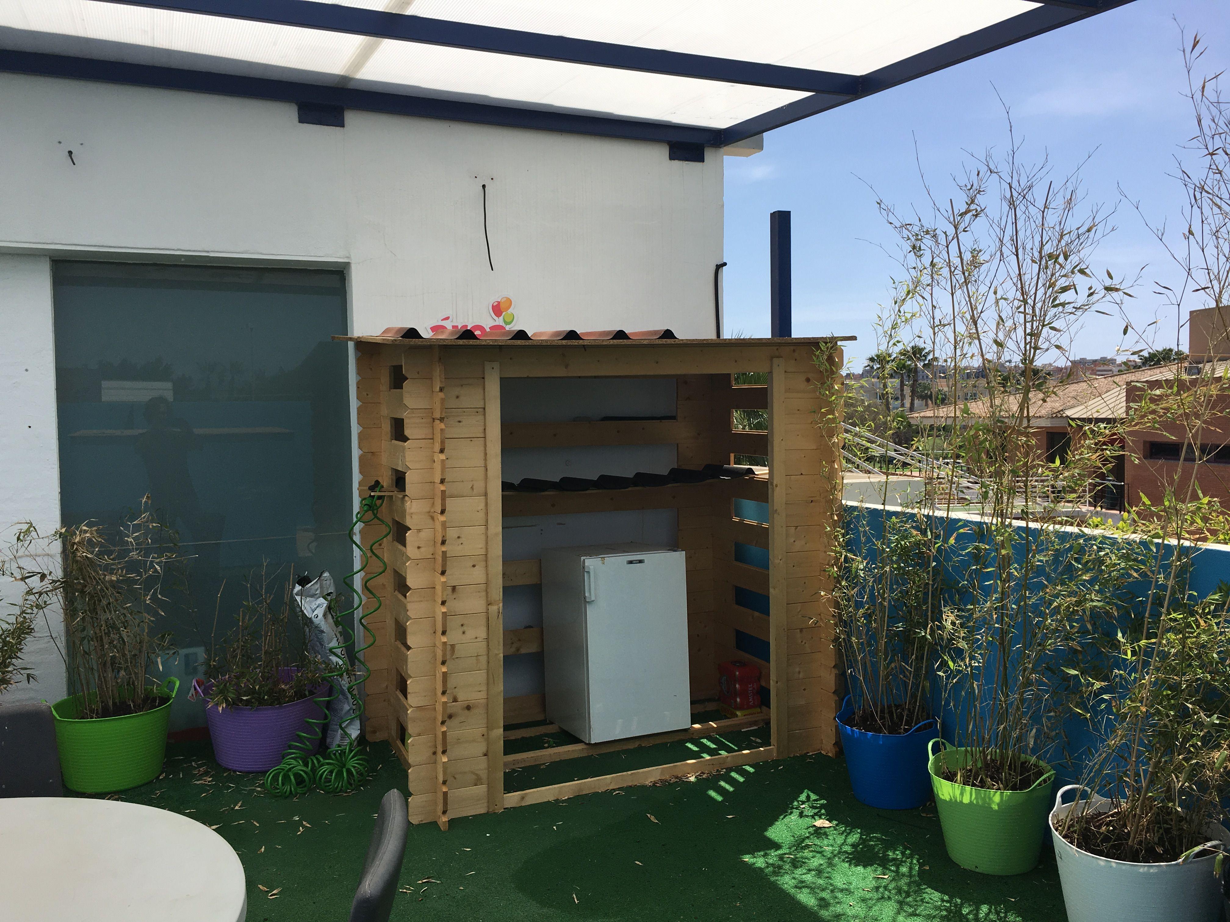 Cobertizo o le ero de madera utilizado como cocina - Casetas para terraza ...