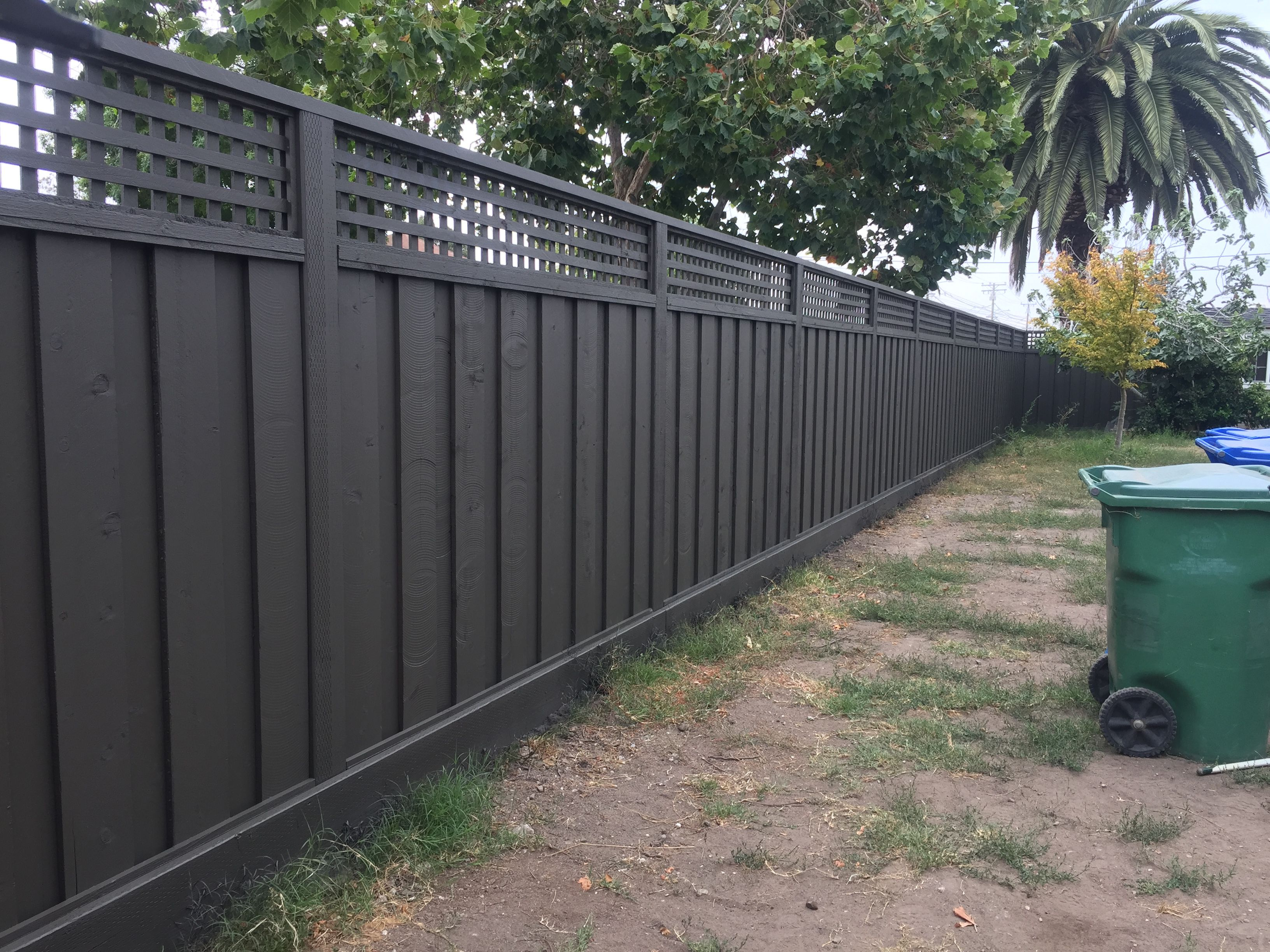 Redwood Fence With Lattice Stained With Benjamin Moore Arborcoat Solid Stain In Dragons Breath 1547 Grey Meets Fence Paint Colours Backyard Fences Fence Paint