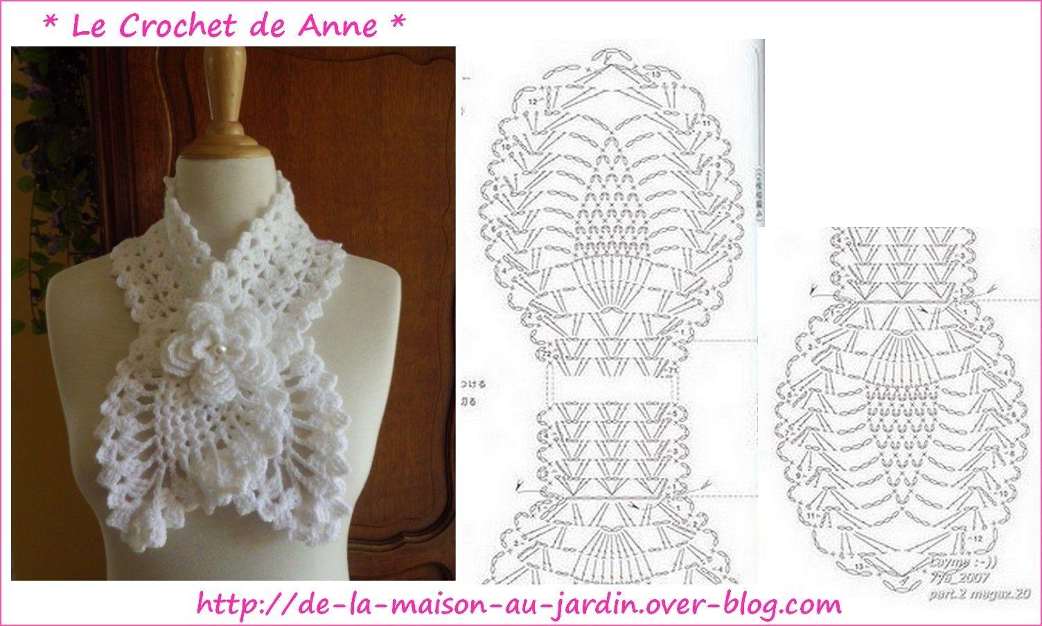 Tour de cou blanc , en forme d\'écharpe , orné d\'une fleur en relief ...