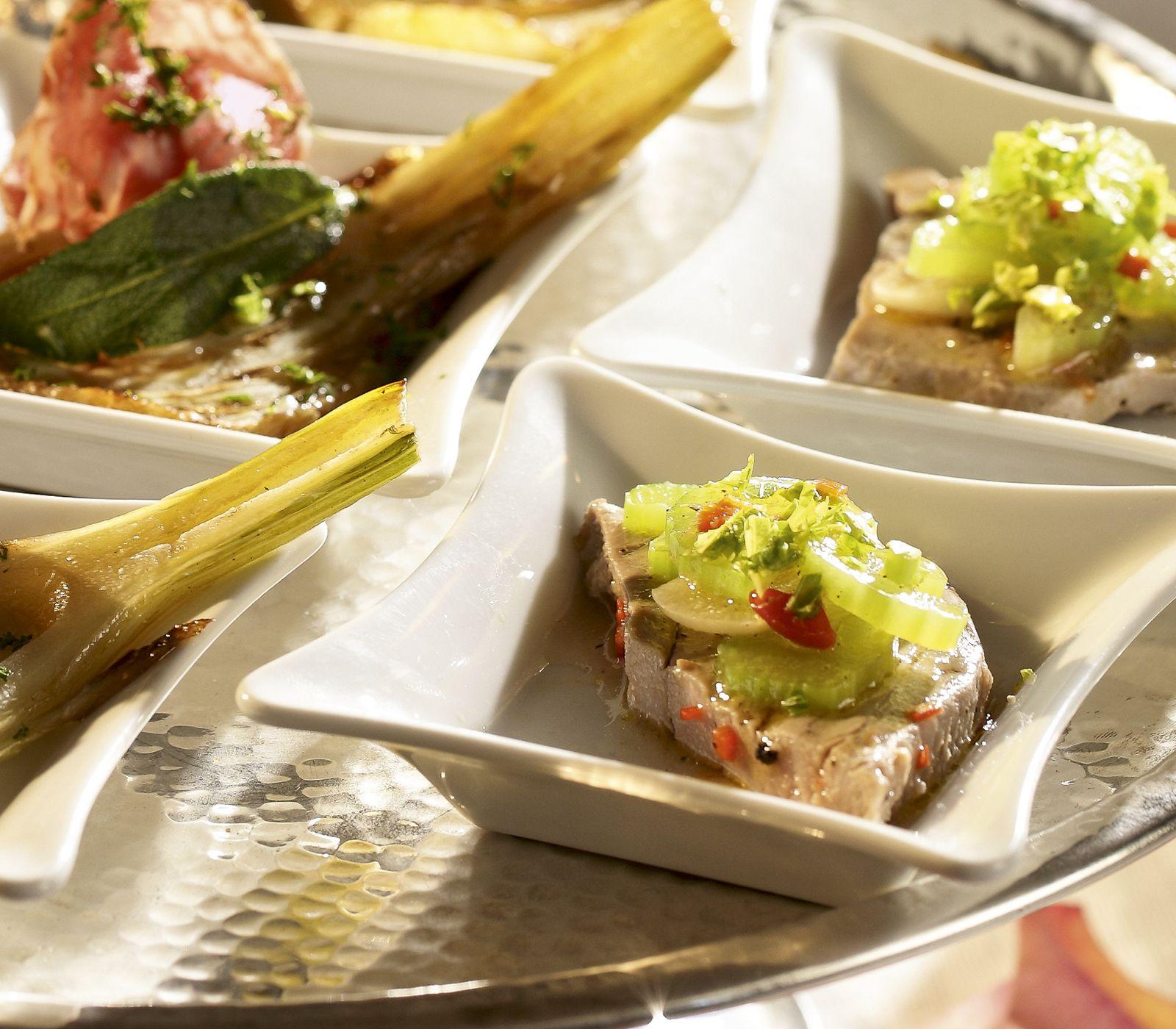 Leicht pikant gewürzt ist dieser Thunfisch ein besonders würziger Gaumenschmaus auf dem Apéro-Buffet oder Vorspeisenteller.