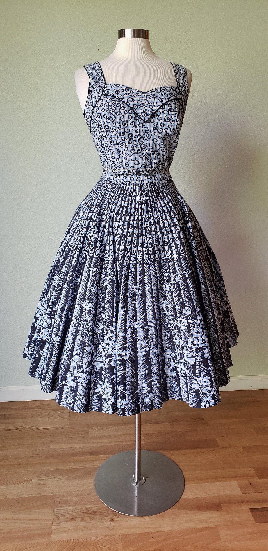 1950s Novelty Print Cotton Summer Dress Full Sweep Circle Skirt 50s Dress Sundress Medium Large Cotton Dress Summer Summer Dresses Vintage Summer Dresses [ 3000 x 1458 Pixel ]