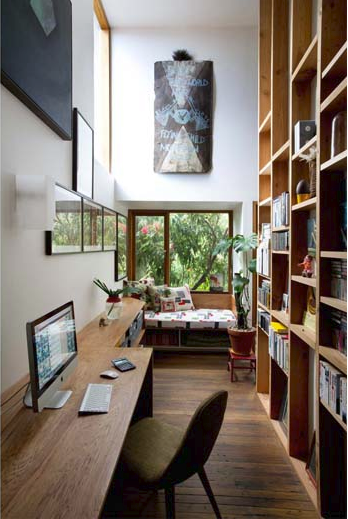 I like the use of space at the narrow end of desk, as a bookcase.  Do this for narrow parts of my desk?
