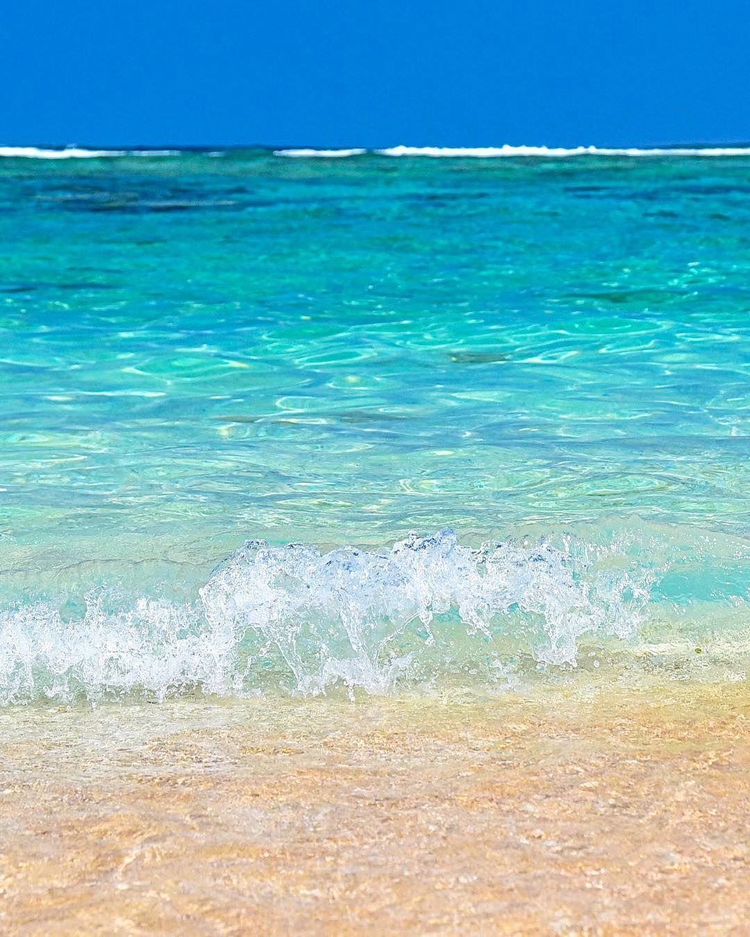 宮古島の吉野海岸 ゼリーみたいな海と波打ち際 たまらーん By