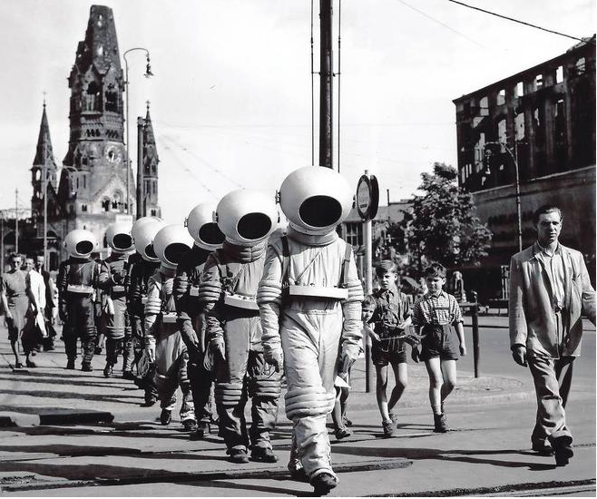 a parade of 39 astronauts 39 advertises the 1950 movie 39 destination moon 39 in berlin sci fi and. Black Bedroom Furniture Sets. Home Design Ideas