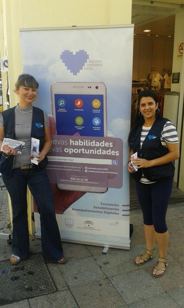 El equipo de @AndaluciaComDig haciendo difusión en Puerto Real.