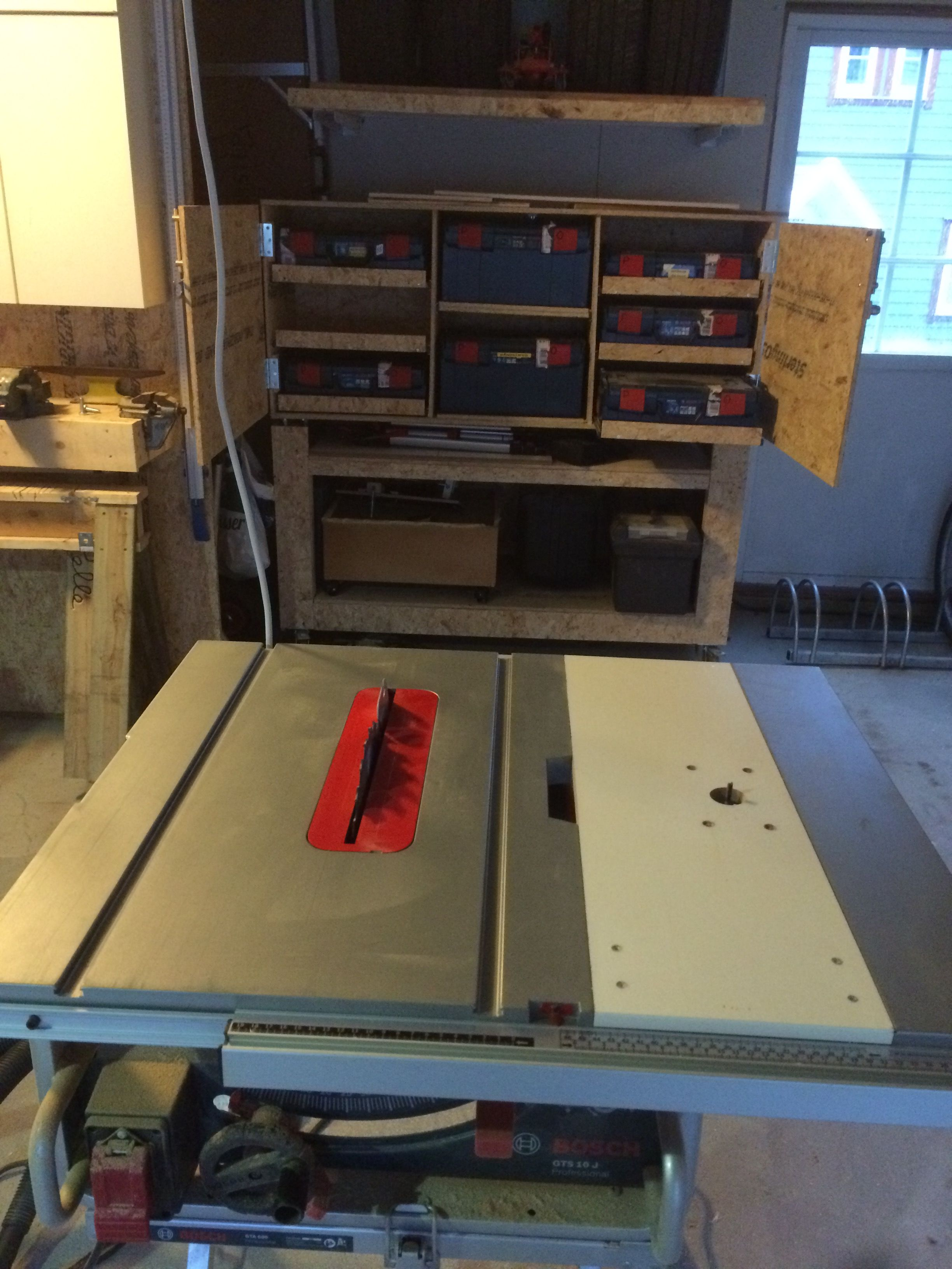 Router insert in bosch table saw woodworking pinte router insert in bosch table saw plus keyboard keysfo Images