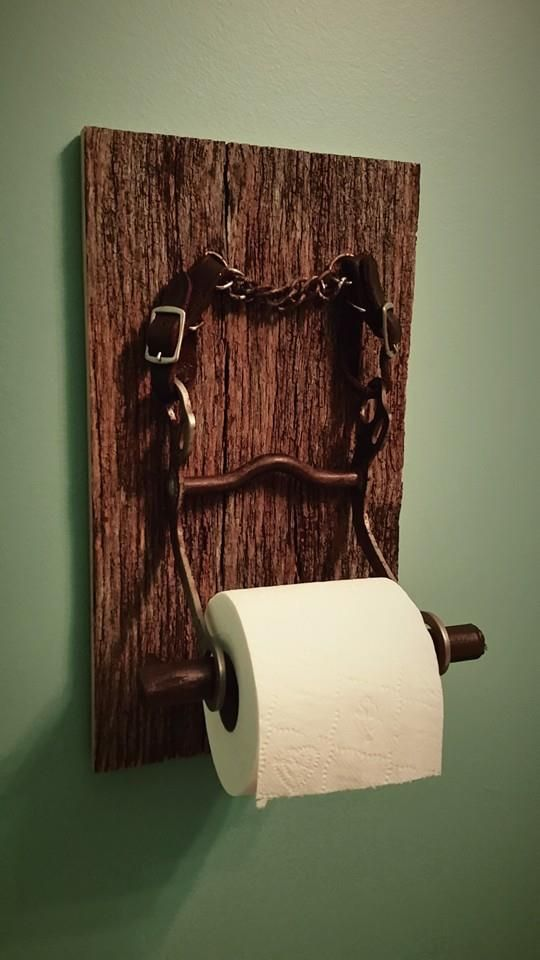so what do you get your daughter that wants a horse a custom toilet paper holder for her bathroom made from horse tack horse bit and barn siding - Diy Toilettenpapierhalter Stand