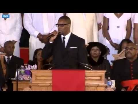 R Kelly Sings I Look To You At Whitney Houston S Funeral Via