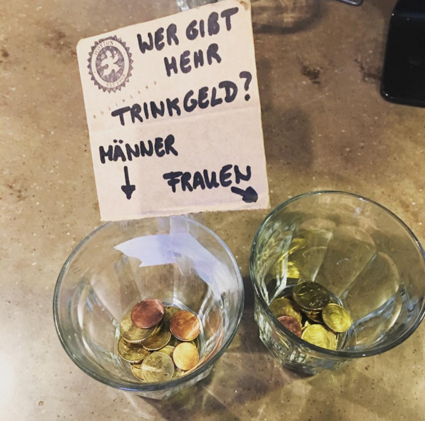 Und ganz ehrlich: Seit ihr zusammen seid, gibst Du auch viel mehr Trinkgeld! | 23 Dinge, die Du nur kennst, wenn Du mit einer Kellnerin zusammen bist