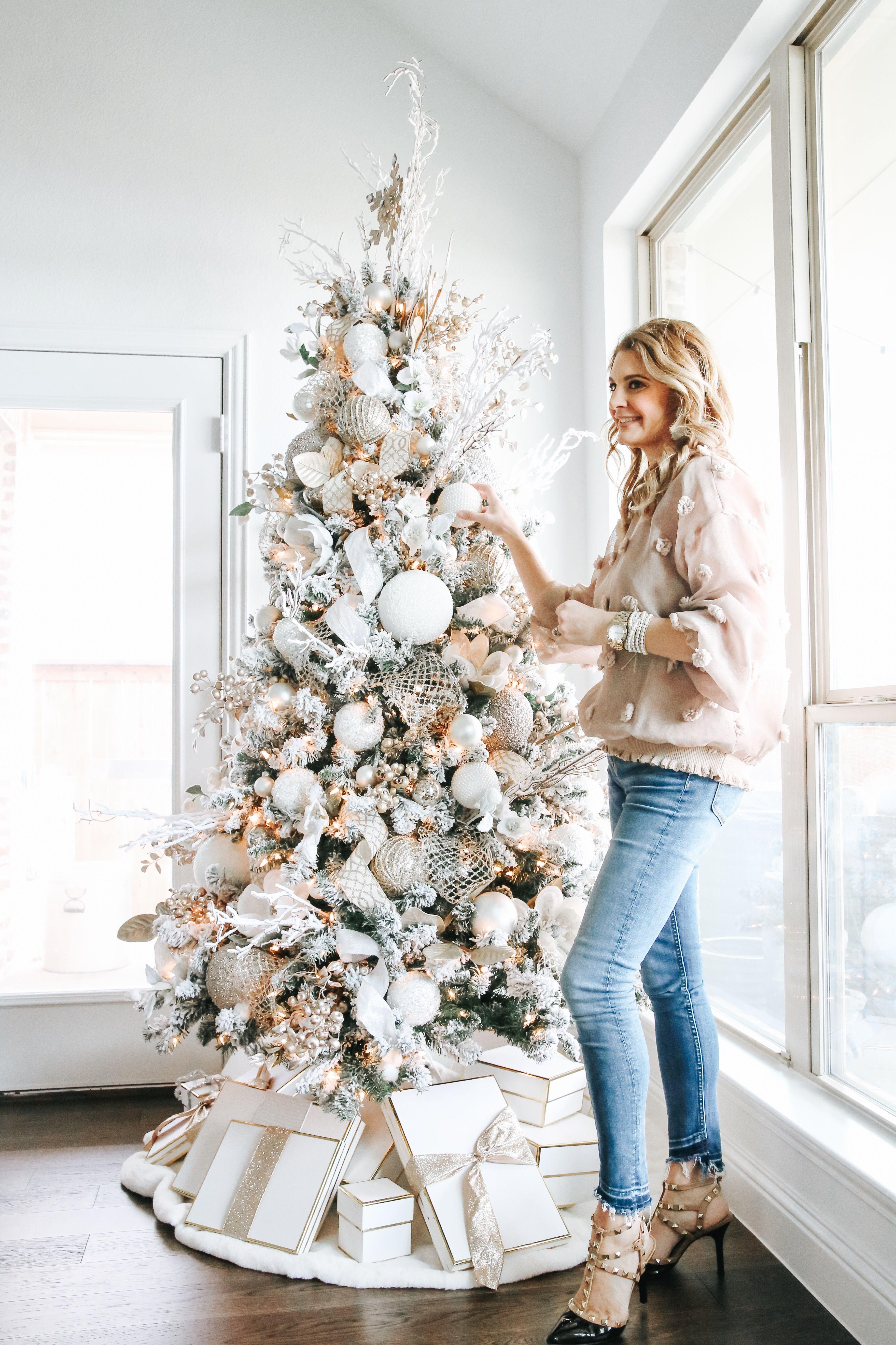 Loveliest Looks of Christmas - Winter Green Christ
