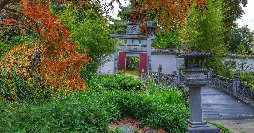 Reopened Chinese Garden With The Reconstructed Beautiful Wooden Chinese Temple Which Was Burnt Down By Bas Japanischer Garten Chinesischer Garten Garten Design