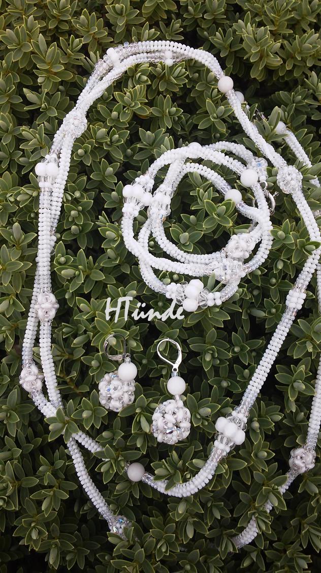 Snow white beaded beads set. Designed and made by HTünde (Beaddict).