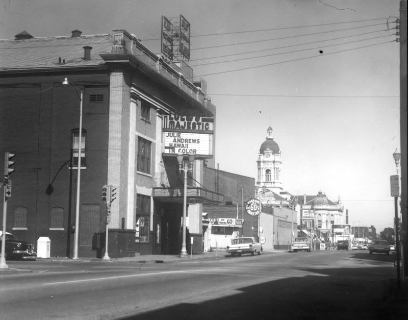 Lowe S Majestic Theater Places To Go Majestic Theatre Evansville