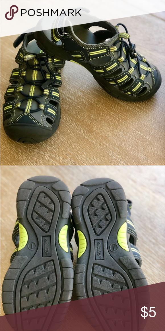Khombu Water Shoes Sz.1 Comfortable and