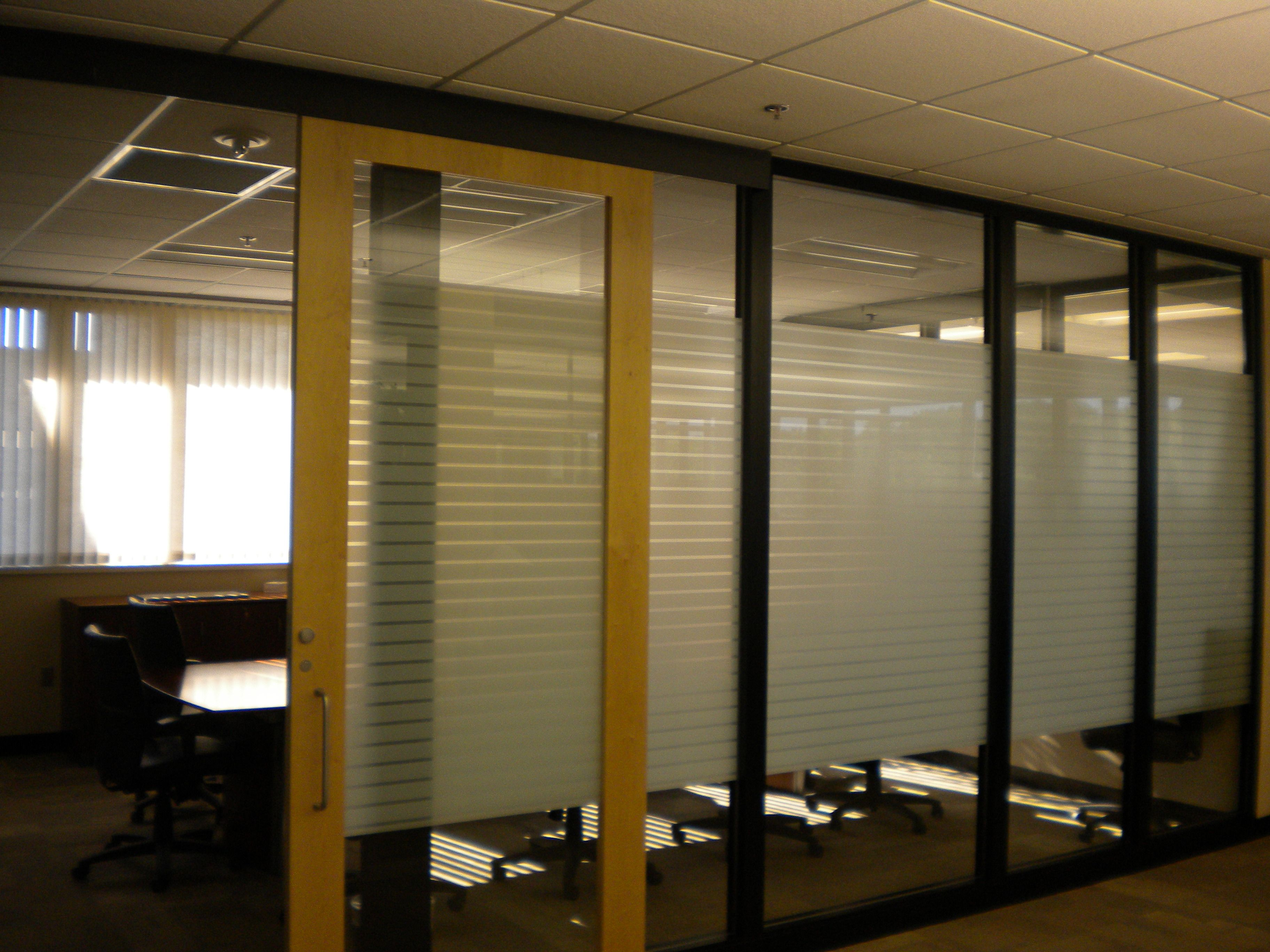 Amway conference room with Genius glass wall with slider