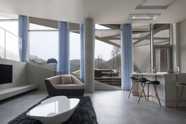 Maison béton architecture moderne piliers intérieur minimaliste