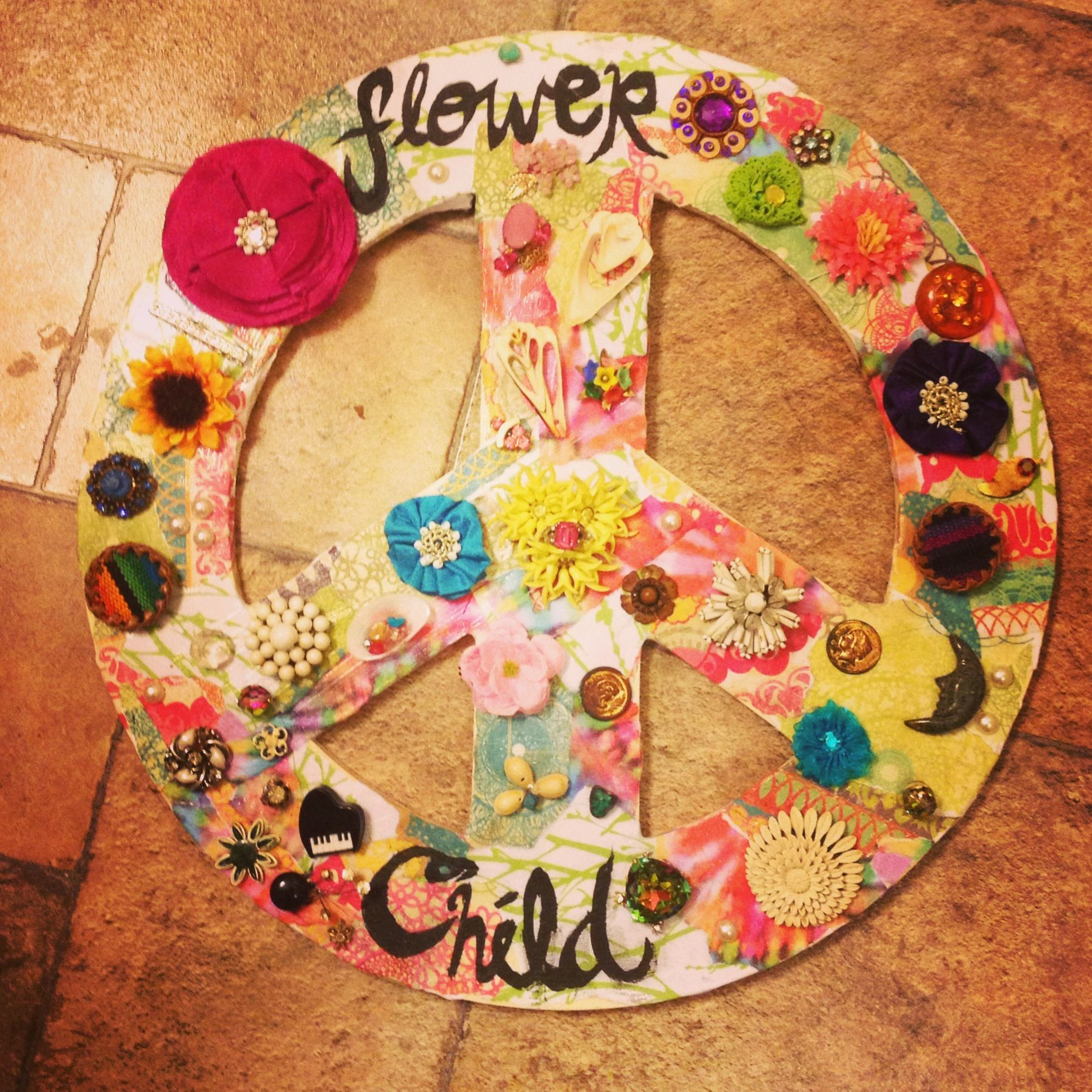 DIY handmade peace sign wall art. Antique jewelry and decoupage ...
