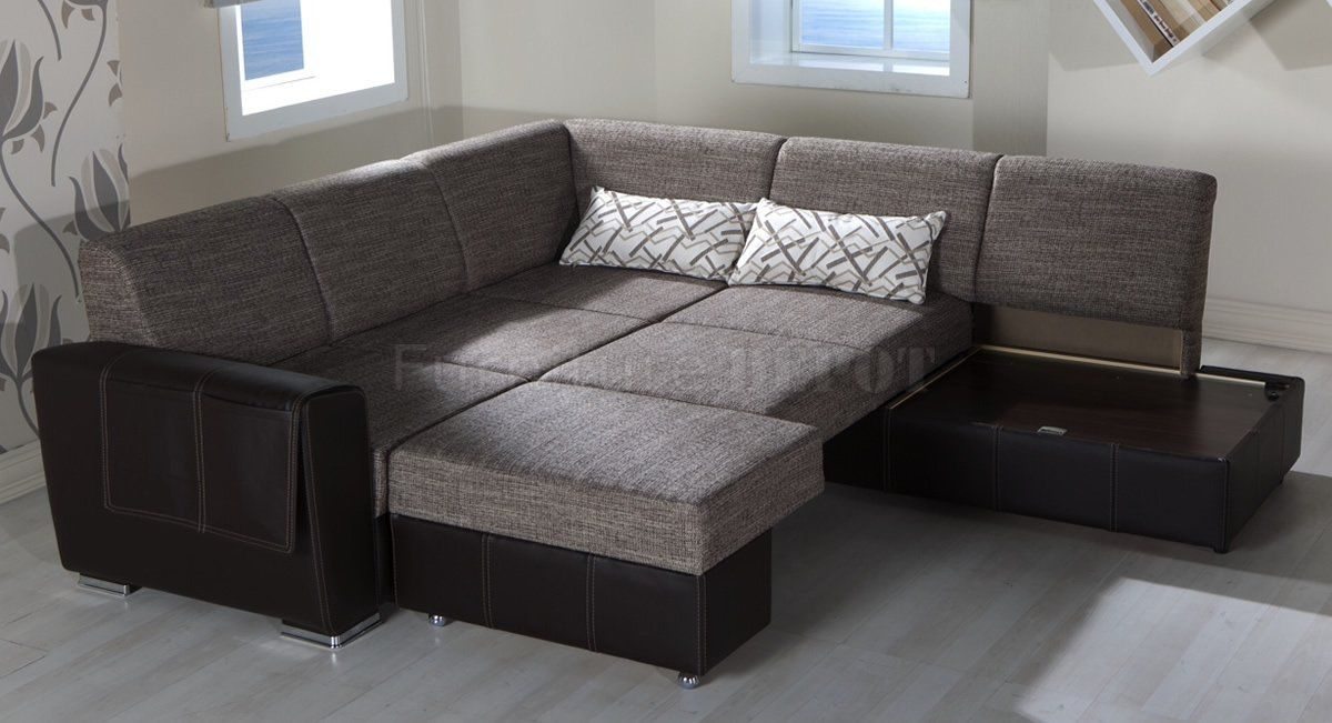 I M Surprised At How Much I Like The Shiny Silver Feet Contemporary Sofa Sectional Sofa Sofa