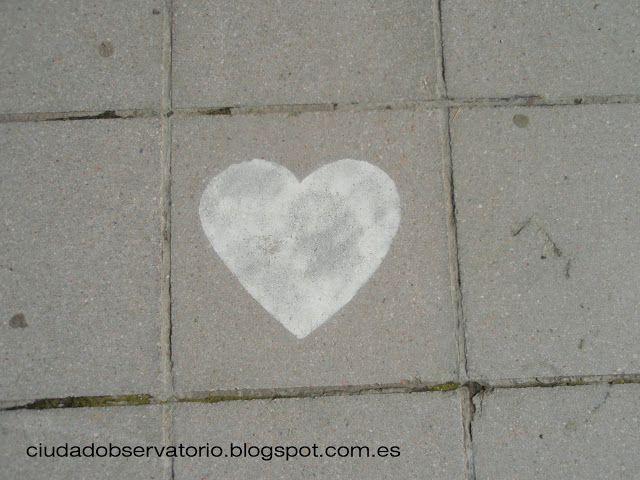 pequeña escala: corazones por la ciudad